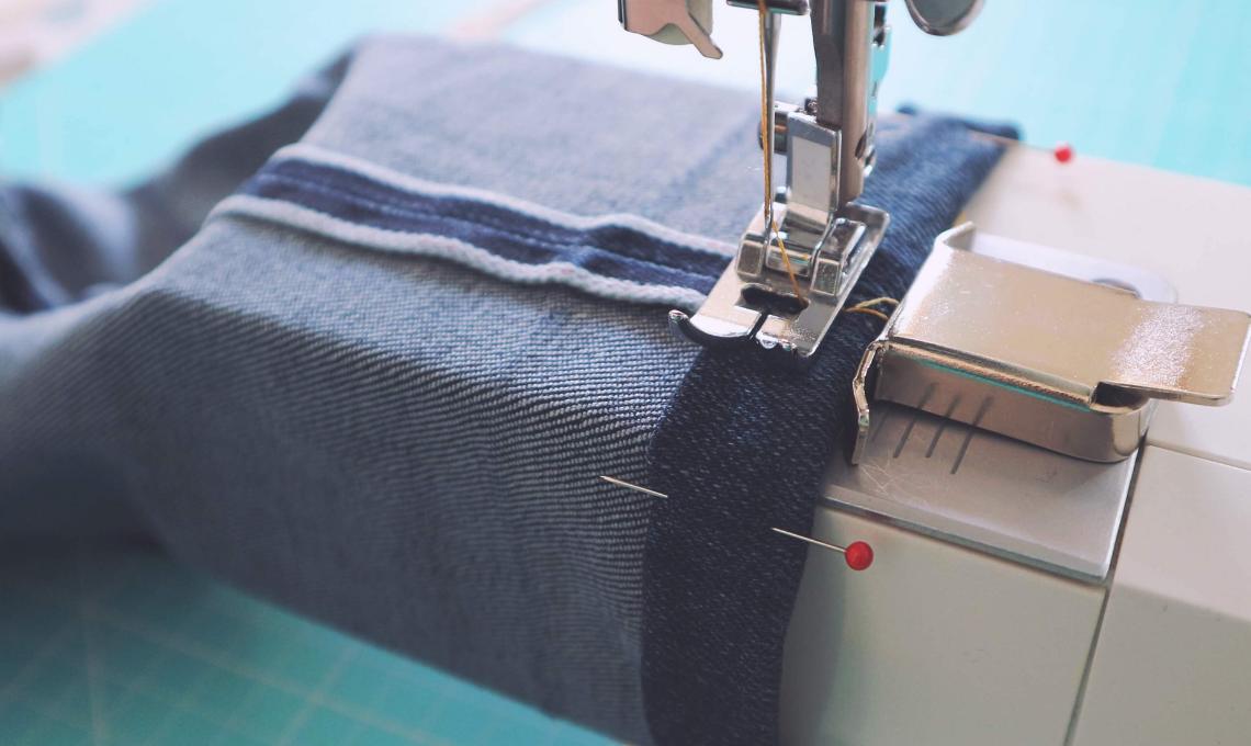 Come cucire un orlo ai jeans